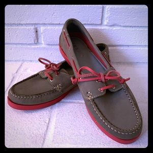 Leather Tesori boat shoes. grey leather, sink sole